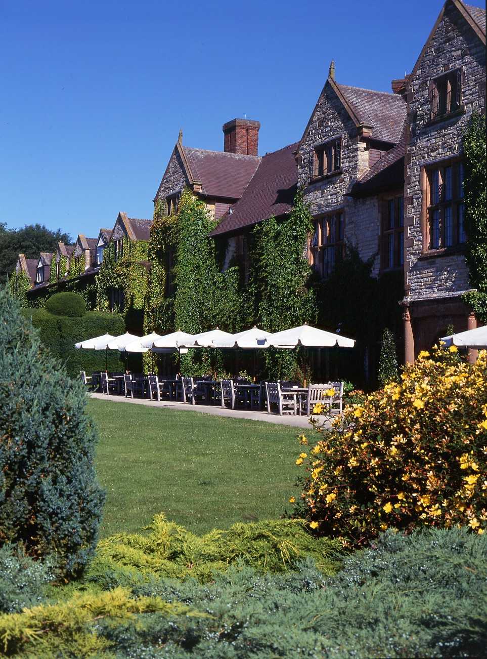 Billesley manor hotel in central england luxury hotel for Luxury hotel breaks