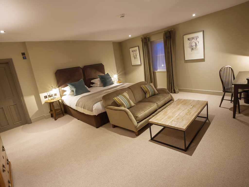 Superior room, Kings Head Hotel (Cirencester)
